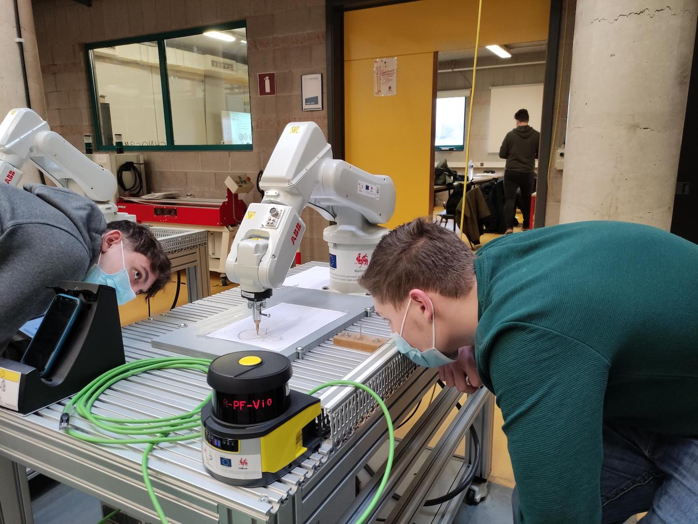 Formation à la robotique pour les élèves de l'IETS