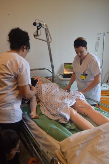 Un mannequin interactif pour des soins réels