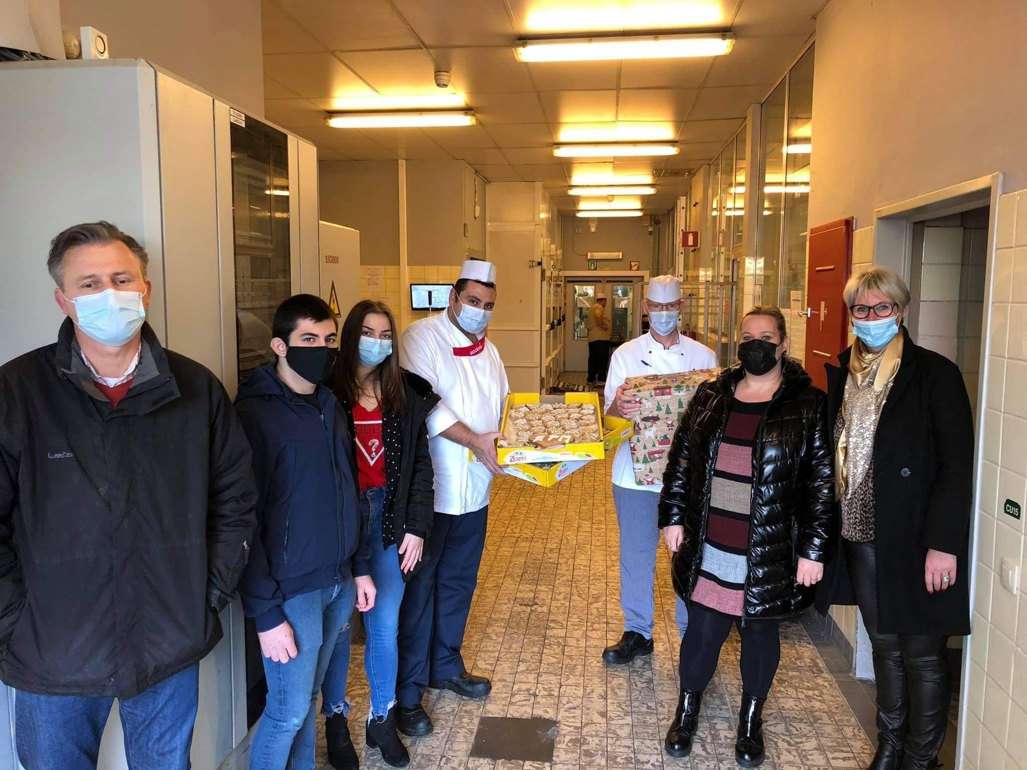 Des biscuits distribués au personnel hospitalier