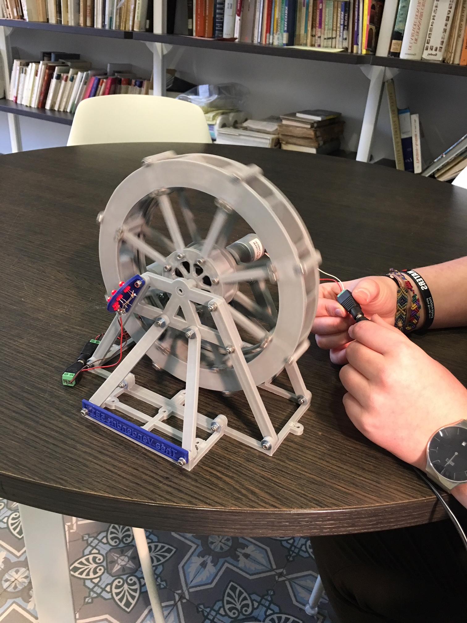 Apprentissage de l'imprimante 3D à l'Athénée de Morlanwelz